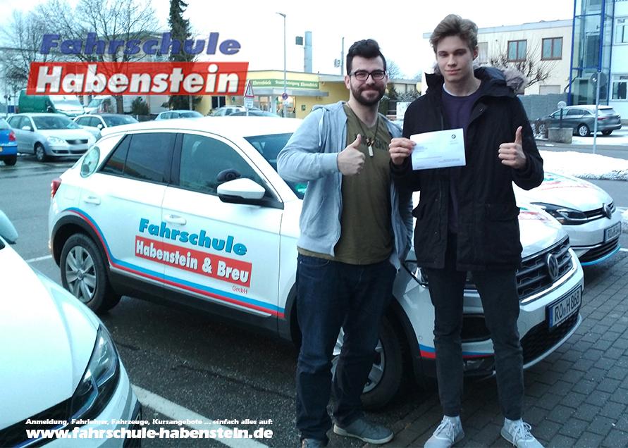 fahrschule-in-rosenheim-schechen-vogtareuth-autofuehrerschein-fahrsimulator-lernprogramm-fuehrerschein
