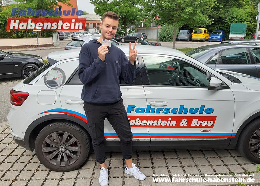 fahrschule-in-rosenheim-schechen-vogtareuth-autofuehrerschein-lkw-fuehrerschein-umschreiber-azav-bildungsgutschein
