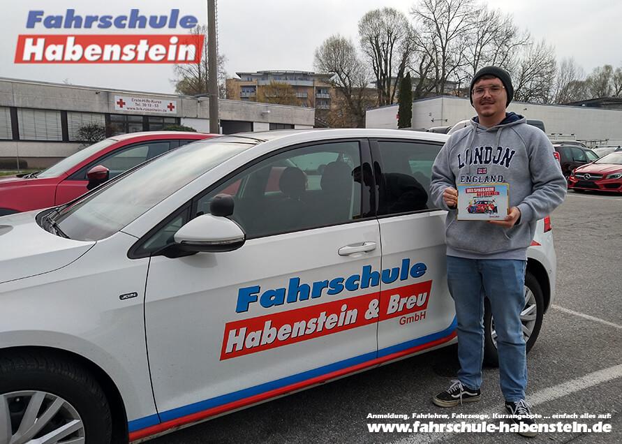 Herzlichen Glückwunsch zur bestandenen Führerscheinprüfung lieber Julian!