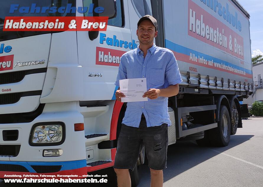 Herzlichen Glückwunsch zur bestandenen Führerscheinprüfung lieber Lukas! Führerschein - LKW - Fahrschule