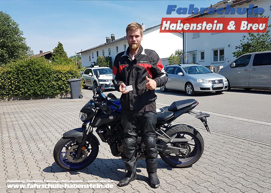 Herzlichen Glückwunsch zur bestandenen Führerscheinprüfung lieber Matthias! Führerschein - Motorrad - Fahrschule
