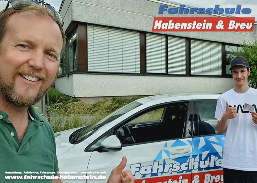 Herzlichen Glückwunsch zur bestandenen Führerscheinprüfung lieber Raphael! Führerschein - VW - Fahrschule