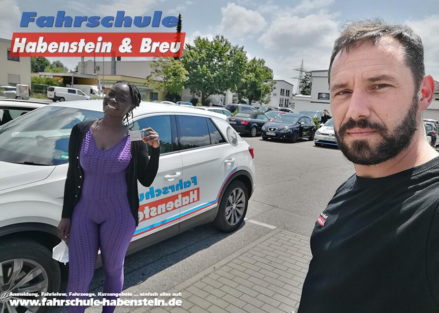 Herzlichen Glückwunsch zur bestandenen Führerscheinprüfung lieber Regine! Führerschein - VW - Fahrschule
