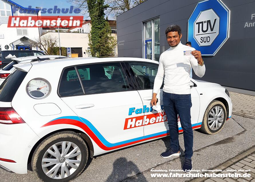 Herzlichen Glückwunsch zur bestandenen Führerscheinprüfung lieber Yusnel!