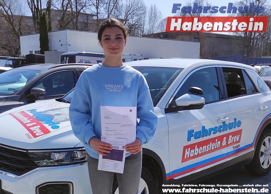 Herzlichen Glückwunsch zur bestandenen Prüfung Suela! Führerschein - Rosenheim - Klasse B