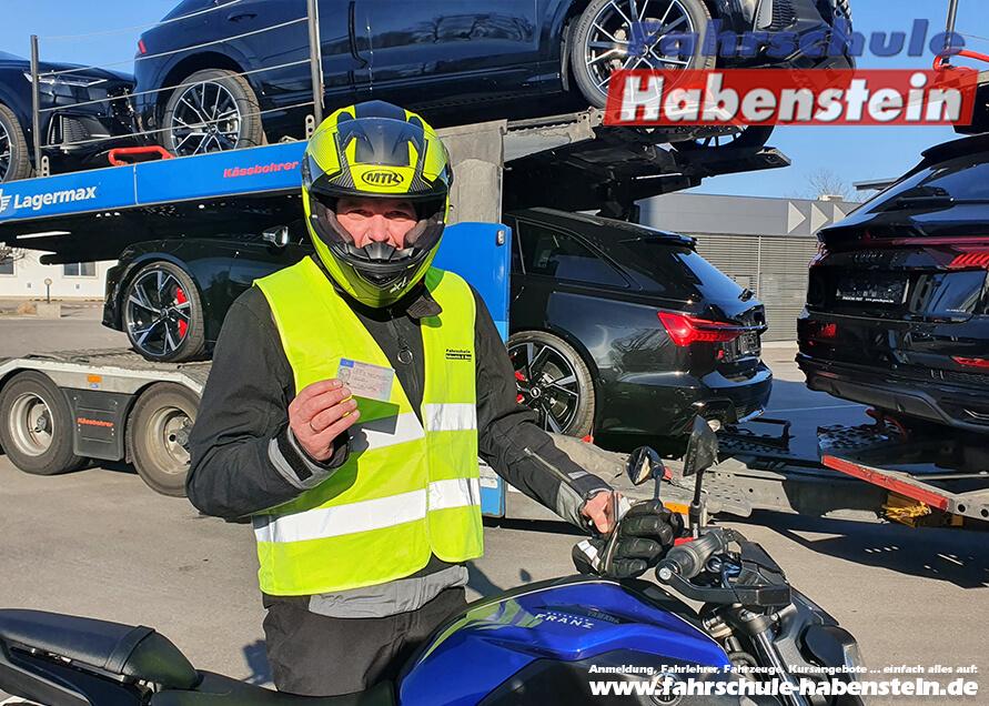 Herzlichen Glückwunsch zur bestandenen Prüfung Thomas! Führerschein - Rosenheim - Klasse A