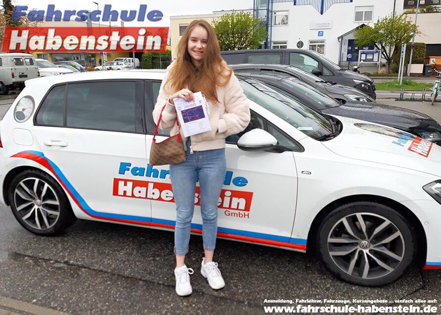 Herzlichen Glückwunsch zur bestandenen Prüfung liebe Julia! Fahrschule Habenstein und Breu GmbH