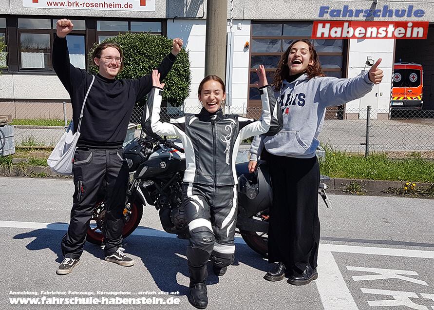 Herzlichen Glückwunsch zur bestandenen Prüfung liebe Tamara, Daniela und lieber Julian!