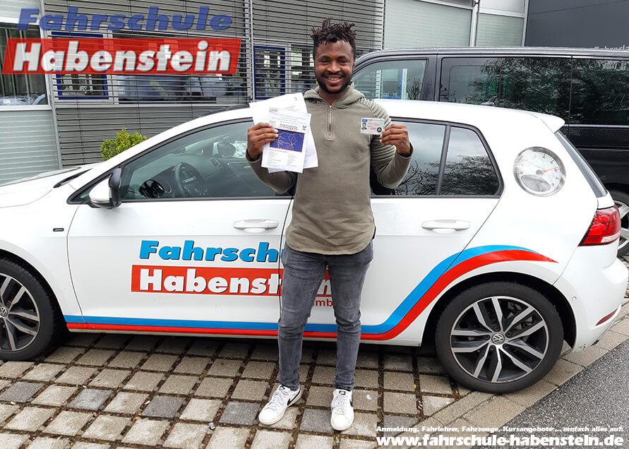 Herzlichen Glückwunsch zur bestandenen Prüfung lieber Titus! Fahrschule Habenstein und Breu GmbH